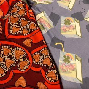 Two! LulaRoe TC holiday leggings